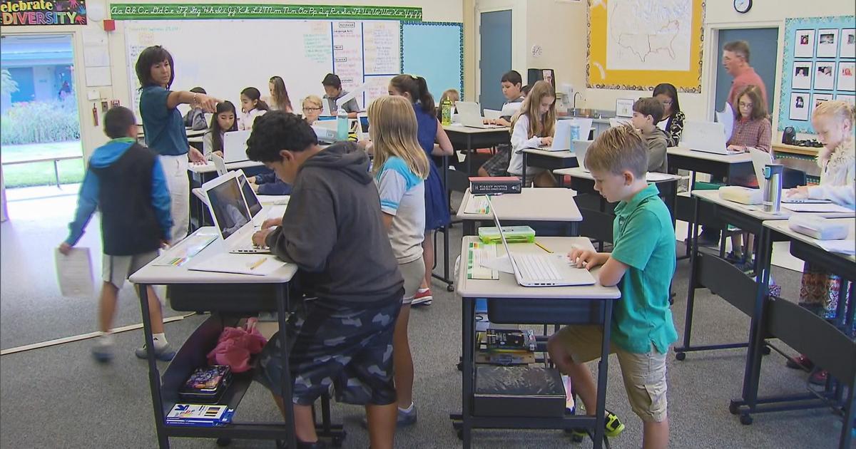 Учиться стоя? Использование столов для работы стоя в американской школе